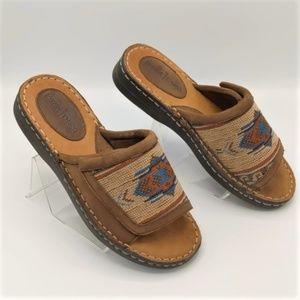 Minnetonka El Paso Leather Slip On Sandals Size 8